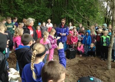 Kids reading about oak trees